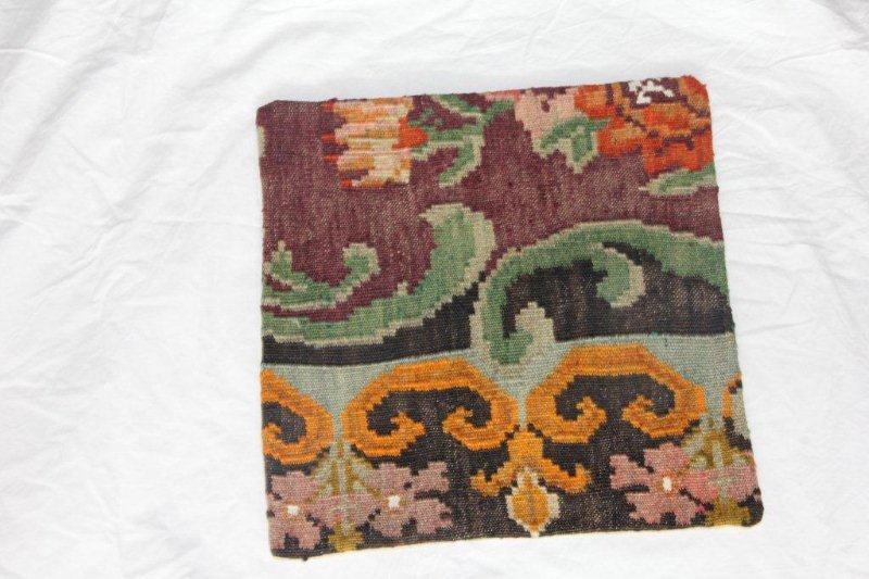 Kelim kussen no 840 (40cm x 40cm) Vintage kussen gemaakt van bloemen kelim uit Moldavie