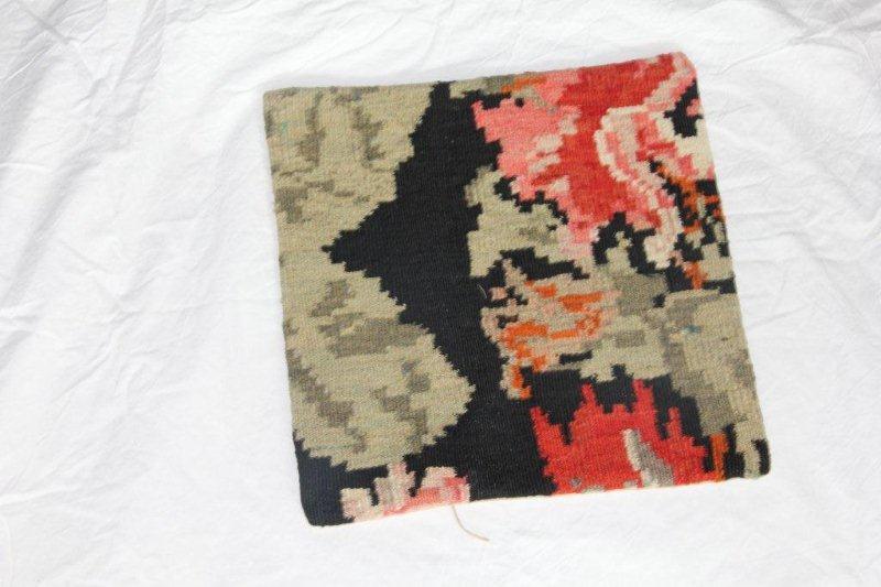 Kelim kussen no 844 (40cm x 40cm) Vintage kussen gemaakt van bloemen kelim uit Moldavie
