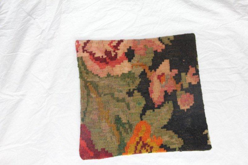 Kelim kussen no 845 (40cm x 40cm) Vintage kussen gemaakt van bloemen kelim uit Moldavie