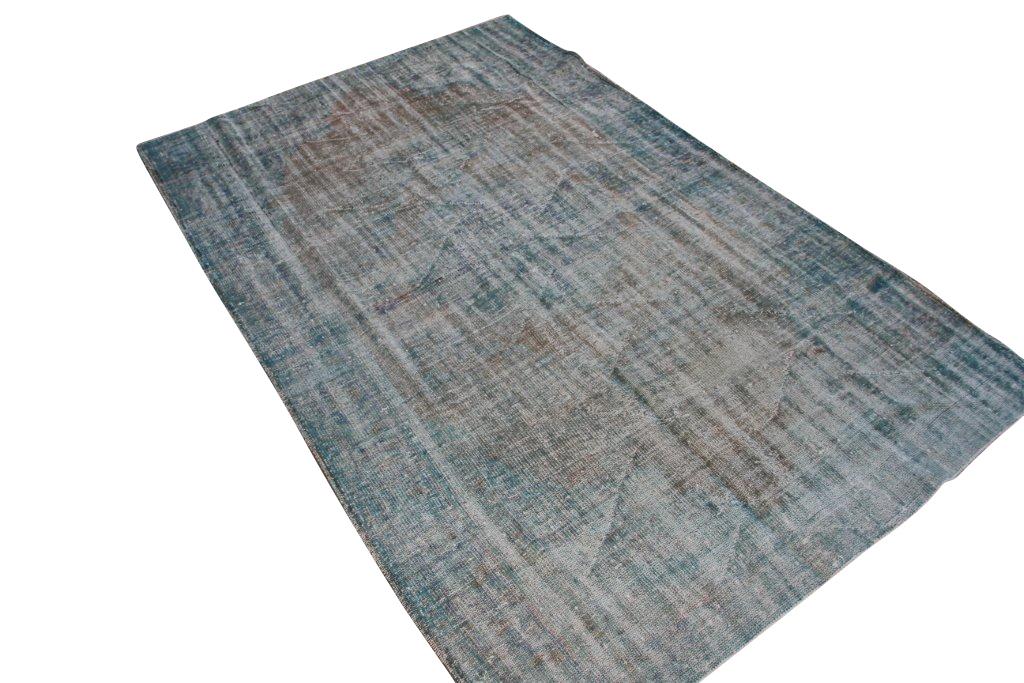 Recoloured klassiek vloerkleed nr 853 ( 304cm x 194cm) tapijt wat een nieuwe hippe trendy kleur heeft gekregen.