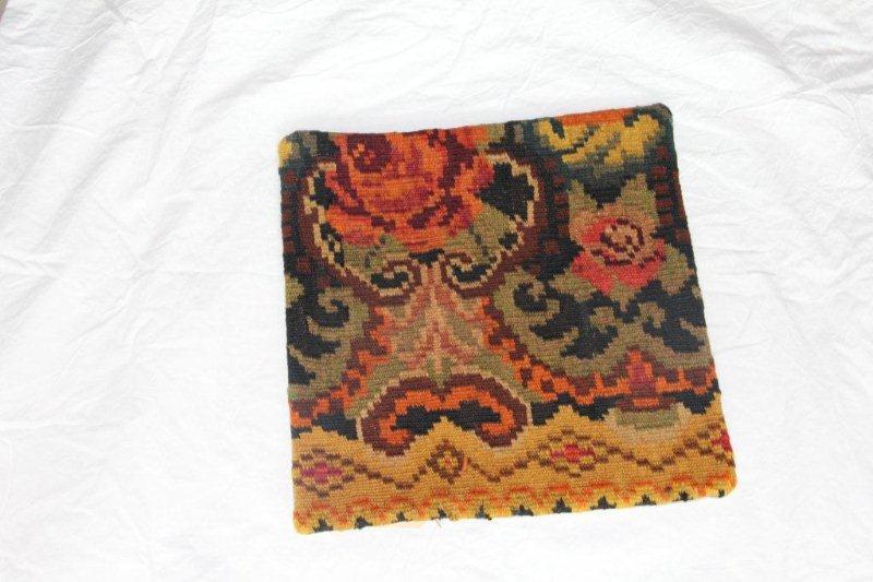 Kelim kussen no 855 (40cm x 40cm) Vintage kussen gemaakt van bloemen kelim uit Moldavie