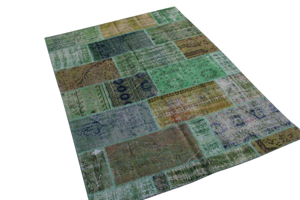 Groen patchwork vloerkleed   086  (240cm x 170cm) gemaakt van oude recoloured vloerkleden incl.onderkleed van katoen.