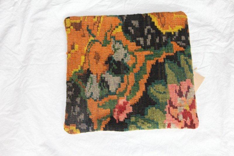 Kelim kussen no 862 (40cm x 40cm) Vintage kussen gemaakt van bloemen kelim uit Moldavie