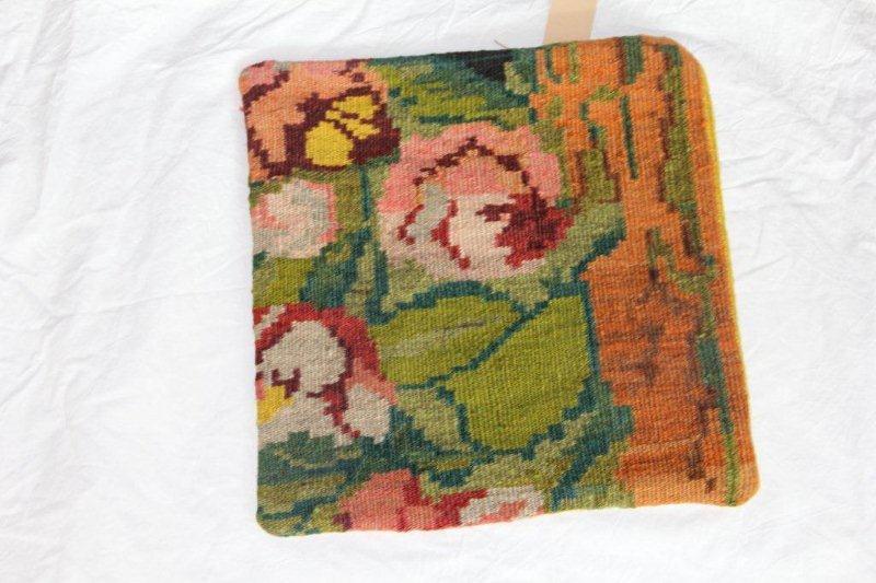 Kelim kussen no 867 (40cm x 40cm) Vintage kussen gemaakt van bloemen kelim uit Moldavie