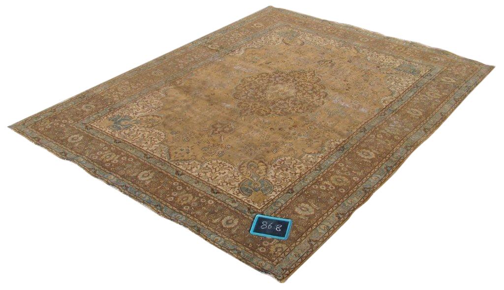 Recoloured klassiek vloerkleed nr 868 (390 cm x 288cm) tapijt wat een nieuwe hippe trendy kleur heeft gekregen.