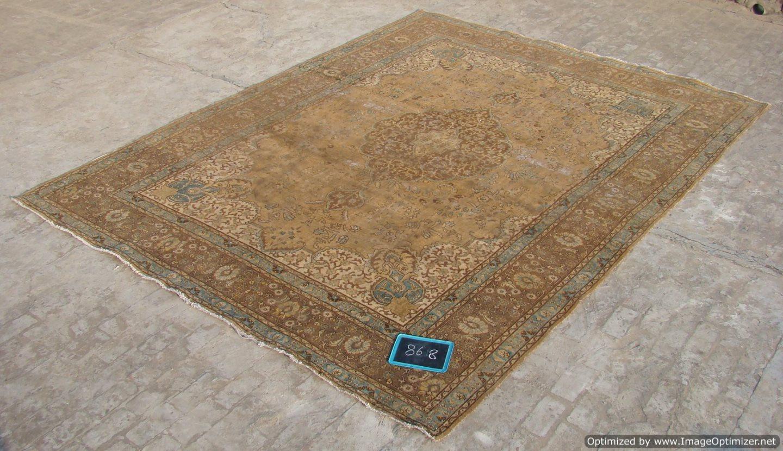Recoloured klassiek vloerkleed nr 868 (390 cm x 288 cm) tapijt wat een nieuwe hippe trendy kleur heeft gekregen.