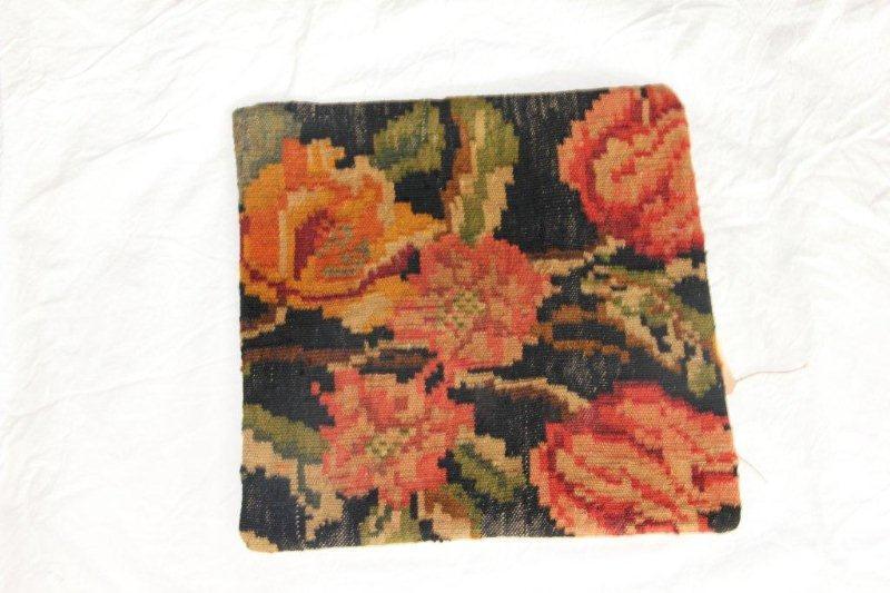 Kelim kussen no 868 (40cm x 40cm) Vintage kussen gemaakt van bloemen kelim uit Moldavie