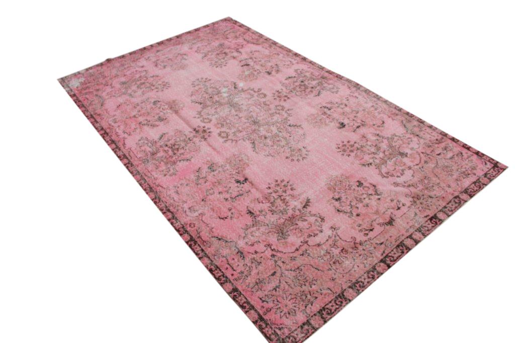 Oude roze vloerkleed 869   (332cm x 203cm) groot vloerkleed wat een nieuwe hippe trendy kleur heeft gekregen.