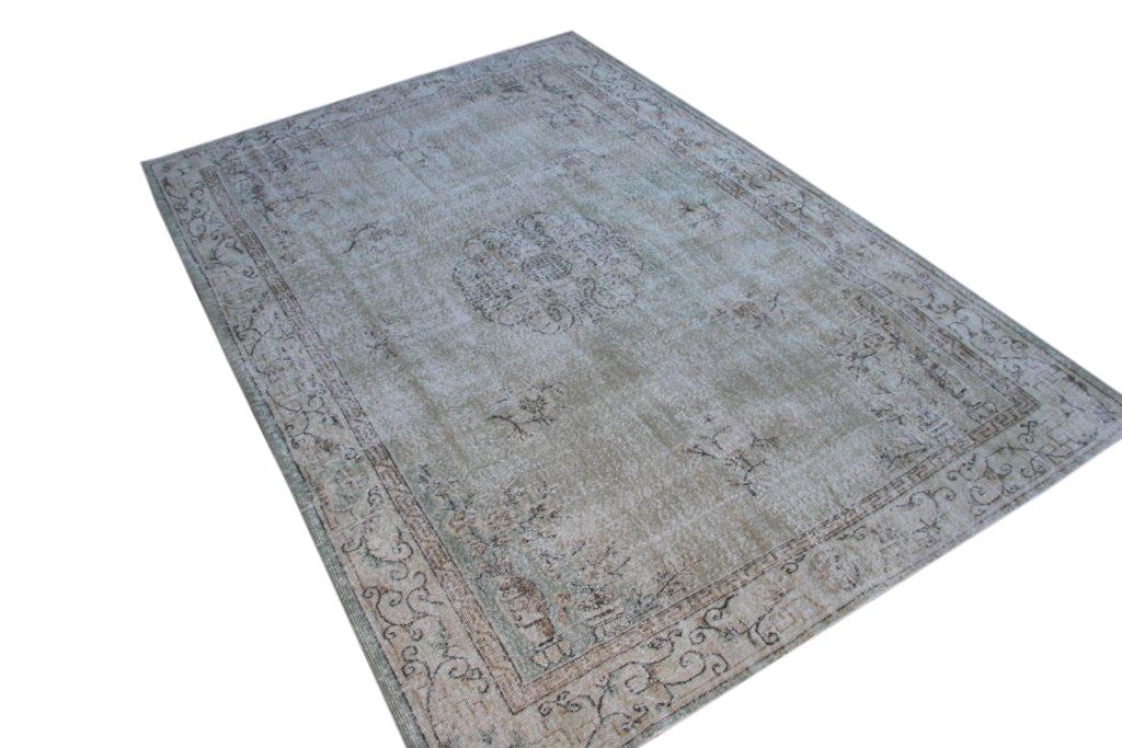 Recoloured klassiek vloerkleed nr 896 (314cm x 215cm) tapijt wat een nieuwe hippe trendy kleur heeft gekregen.