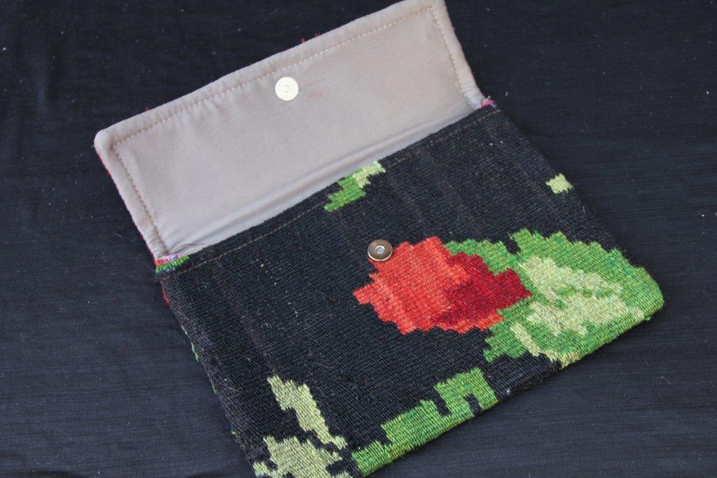 Kelimtas gemaakt van originele rozenkelim stof, tas no 900  29cm x 22cm