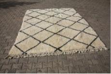 Ivoorwit Beni Ouarain vloerkleed uit Marokko no 9564 (272cm x 210cm)