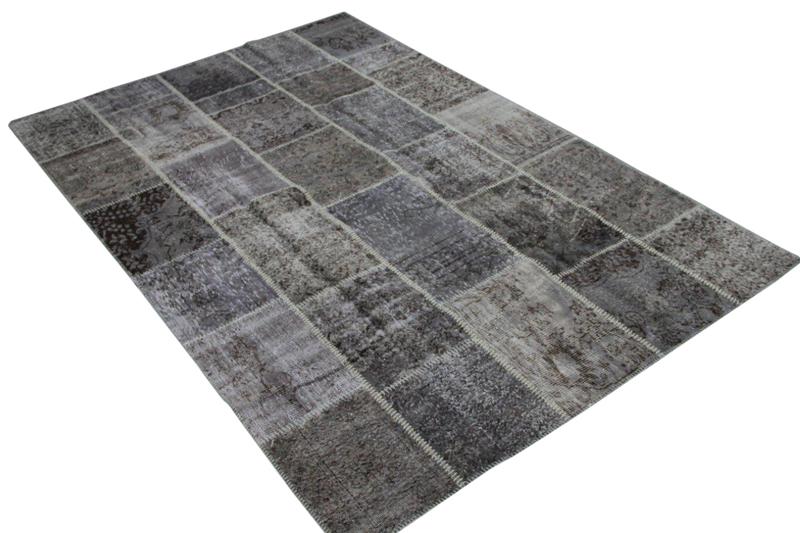 Grijs  patchwork vloerkleed 979 (295cm x 202cm) gemaakt van oude recoloured vloerkleden incl.onderkleed van katoen.