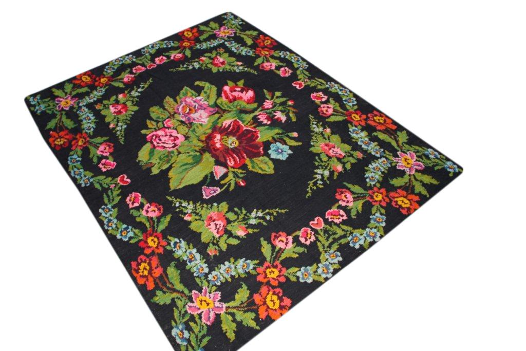 Kelim met rozen nr 98 (235cm x 185cm) Handgeweven kelim in perfecte staat 30 tot 80 jaar oud.
