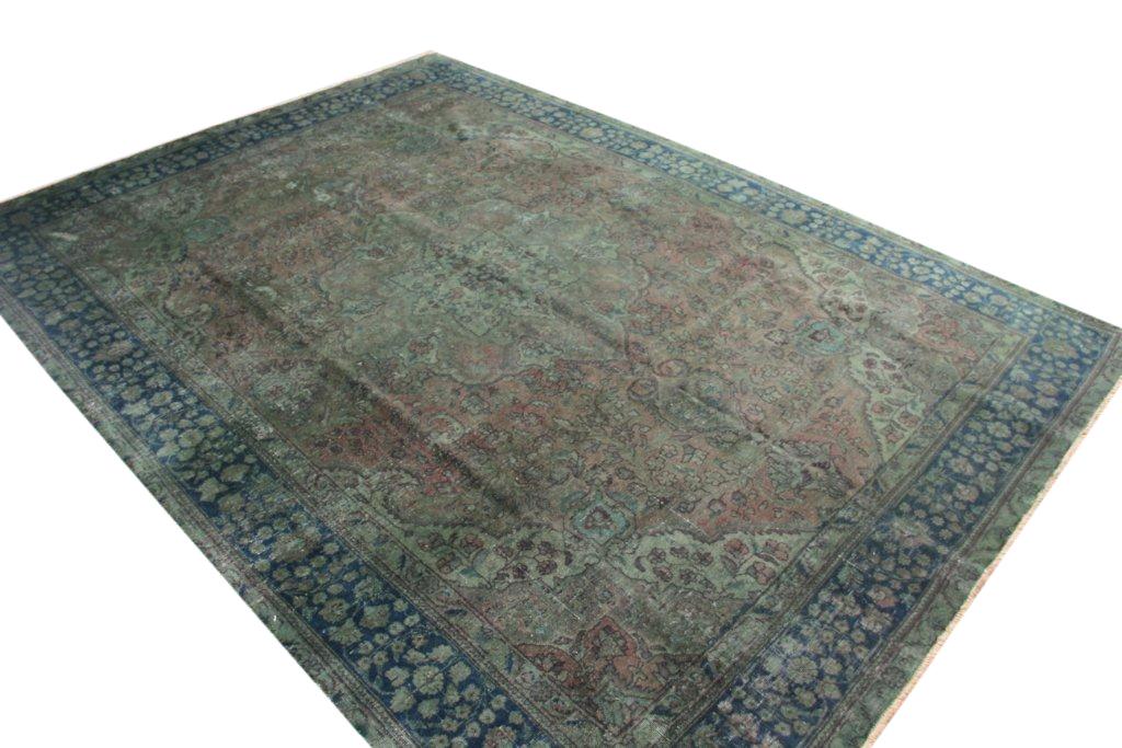 Recoloured klassiek vloerkleed nr AF136 (396cm x 286cm) tapijt wat een nieuwe hippe trendy kleur heeft gekregen.