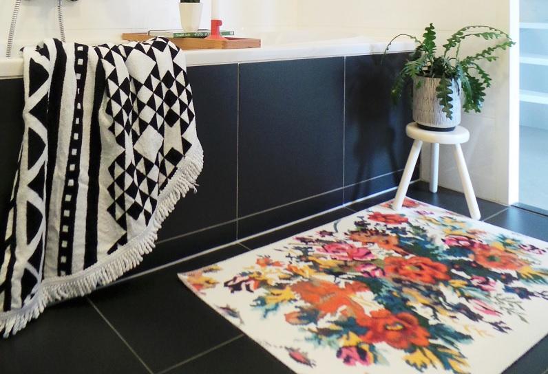 Uitverkocht Badmat  rozenkelim wit  100cm x 70cm 100% polyester