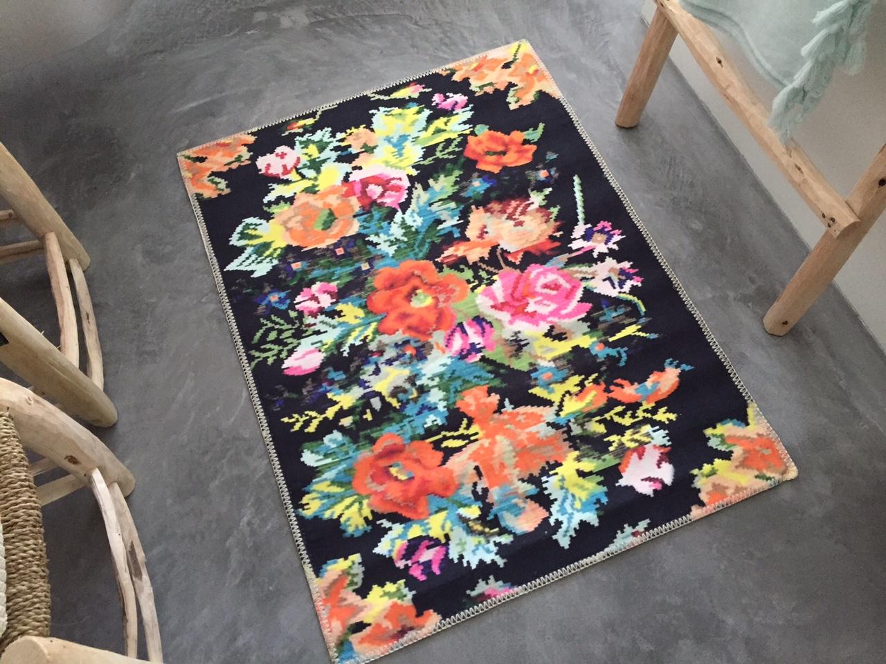 Badmat  rozenkelim zwart 100cm x 70cm 100% polyester   (nog 2 op voorraad)