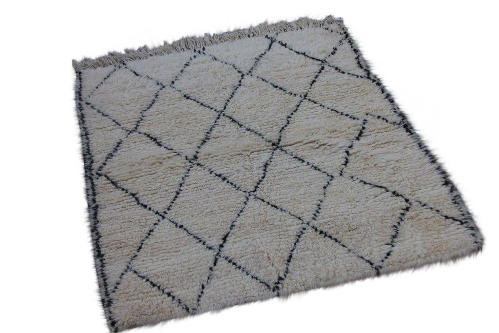Klein Beni Ouarain vloerkleed uit Marokko 145cm x 124cm (nr 3250)