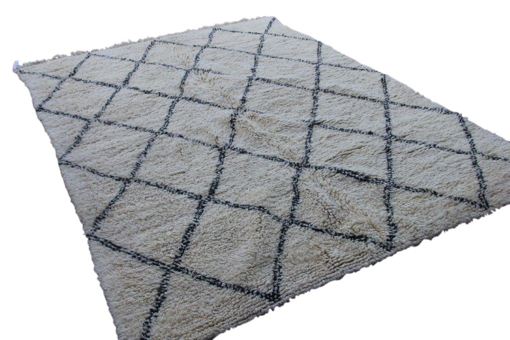 VERKOCHT Ivoorwit Beni Ouarain vloerkleed uit Marokko no 9549 (303cm x 222cm)