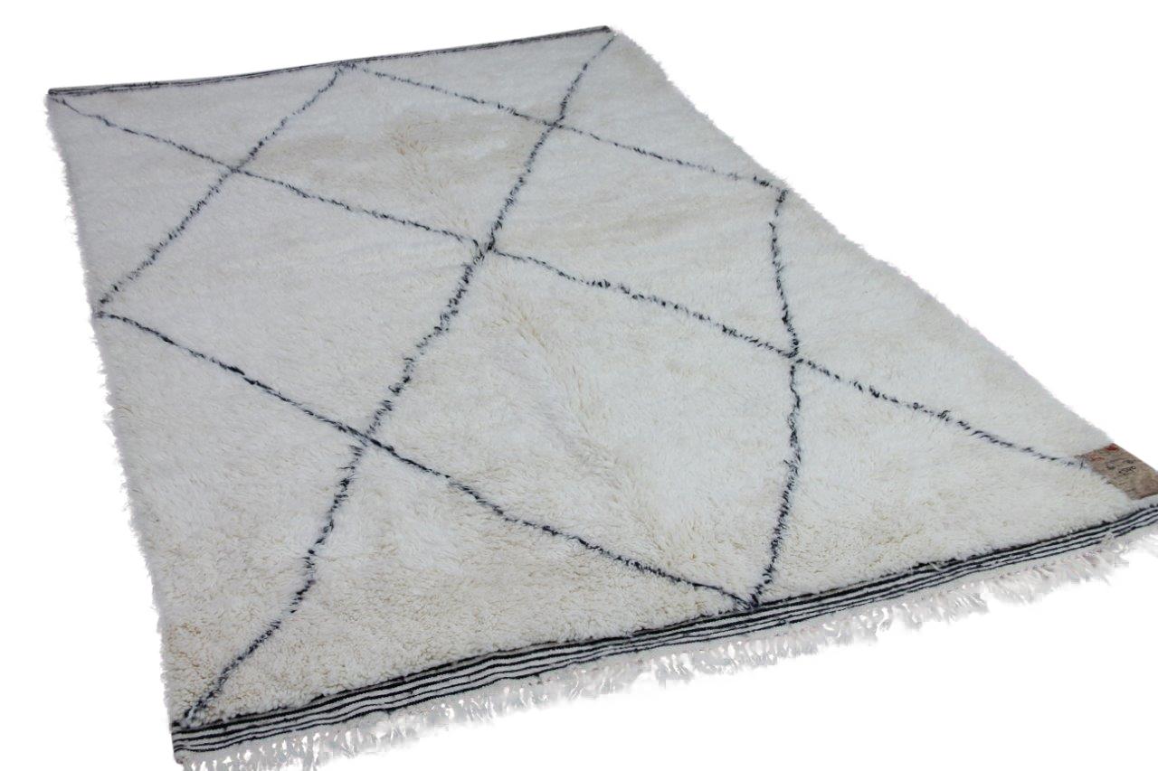 Beni ouarain hoogpolig vloerkleed uit Marokko 17542 260cm x 178cm