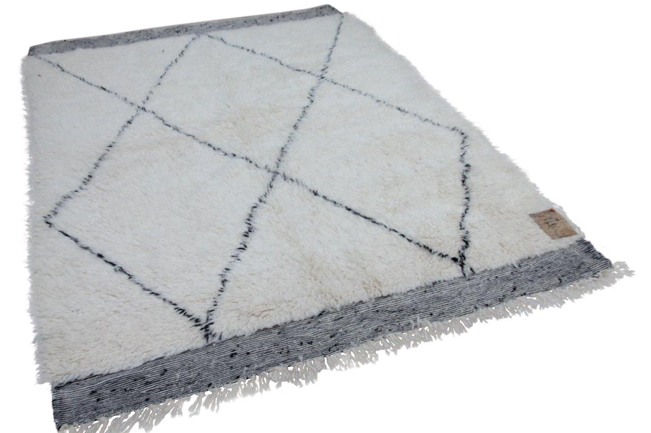 Beni ouarain hoogpolig vloerkleed uit Marokko 17544 251cm x 176cm