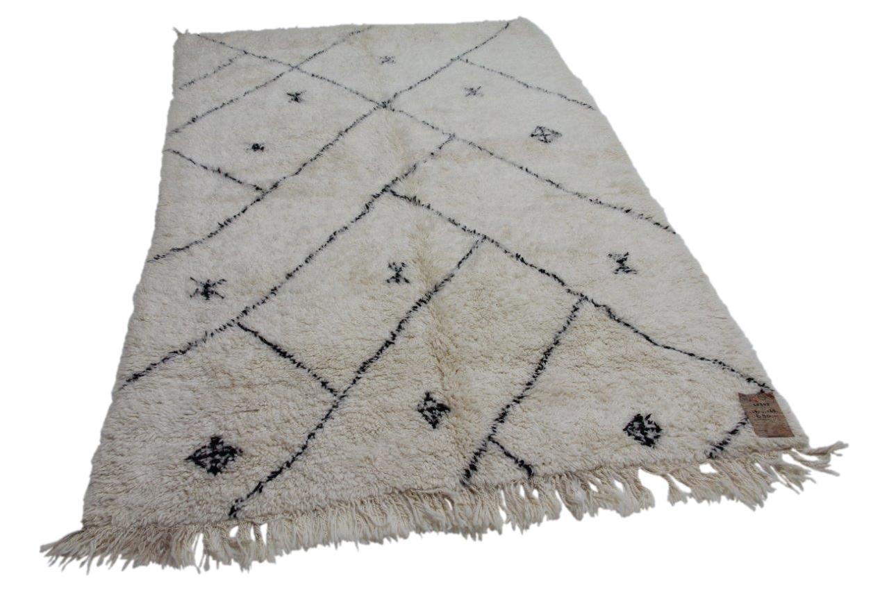 Ivoorwitte berber met zwarte streep