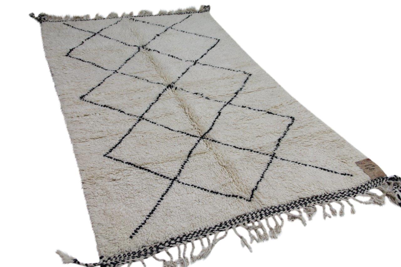 Afbeelding van Beni ouarain hoogpolig vloerkleed uit Marokko 275cm x 158cm