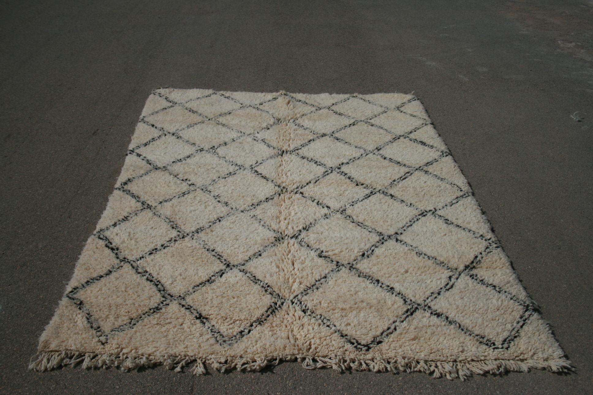 Beni Ouarain vloerkleed uit Marokko no 2590 (273cm x 197cm) Leverbaar vanaf 20 juli, nu bestelbaar.