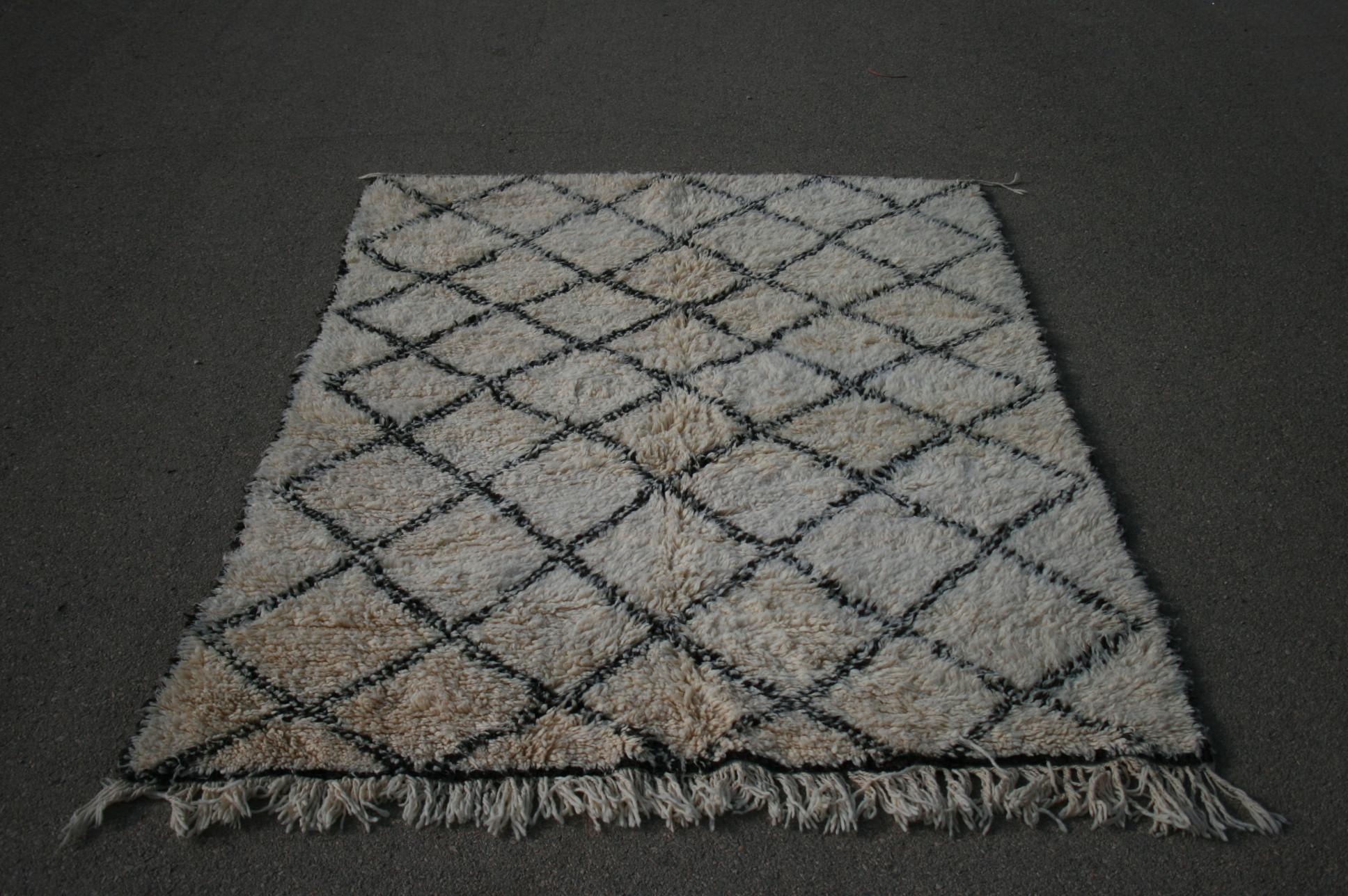 Beni Ouarain vloerkleed uit Marokko no 2601 (224cm x 162cm) Leverbaar vanaf 20 juli, nu bestelbaar.