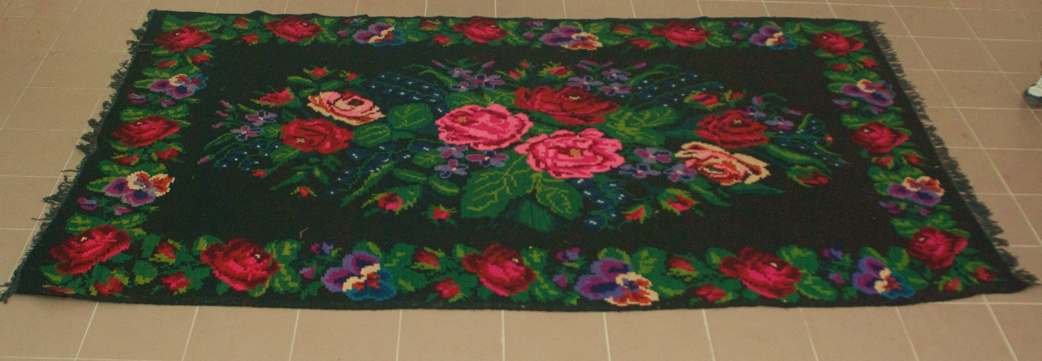 Unieke oude rozenkelim nr 0124 (194cm x 310cm) Kelim wordt begin oktober in Nederland verwacht