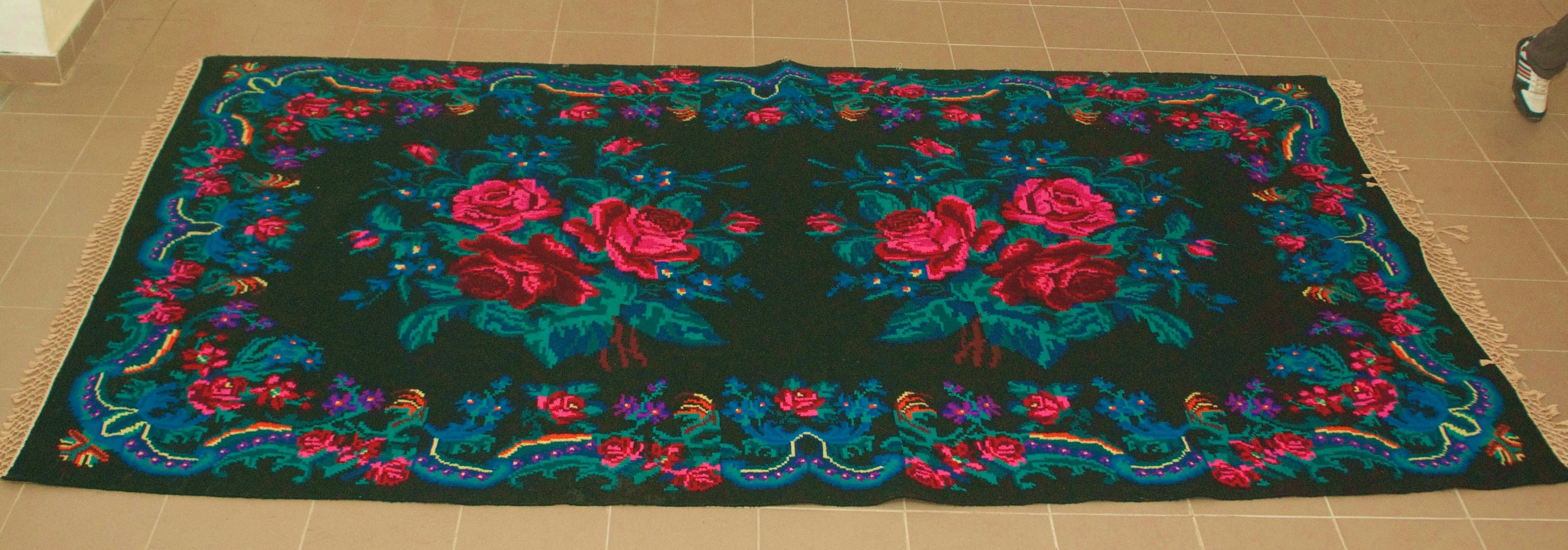 Unieke oude rozenkelim nr 0293 (191cm x 335cm) Kelim wordt begin oktober in Nederland verwacht