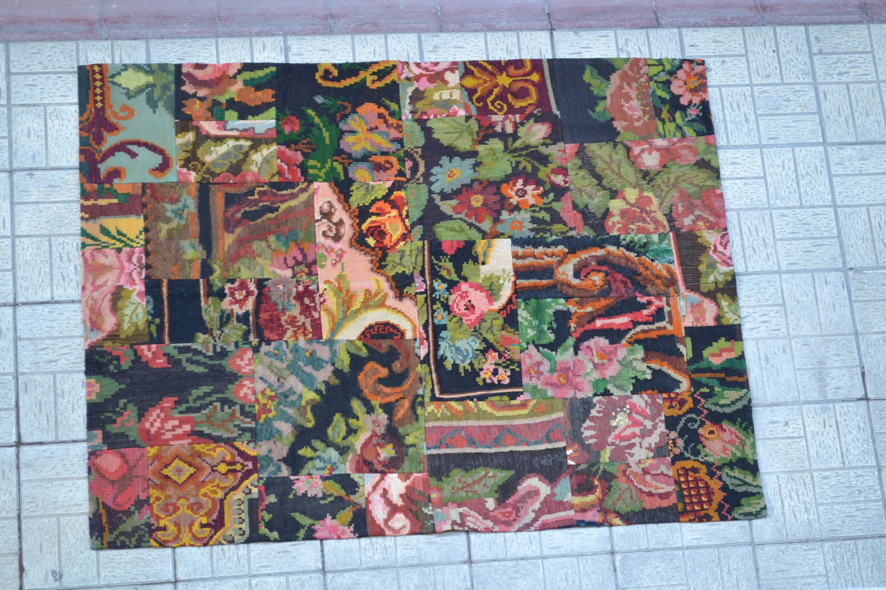 Rozenkelim patchwork vloerkleed 145cm x 192cm