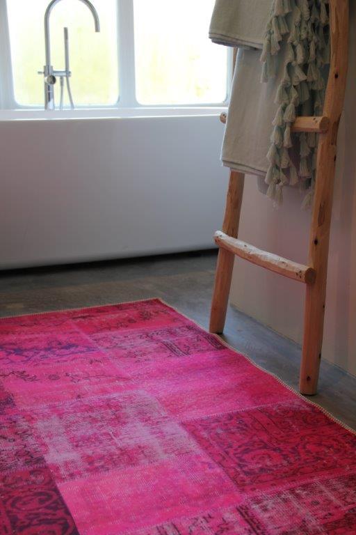 (nog 1 op voorraad) Badmat  roze patchwork look 80cm x 140cm 100%polyester wasbaar op 30 graden