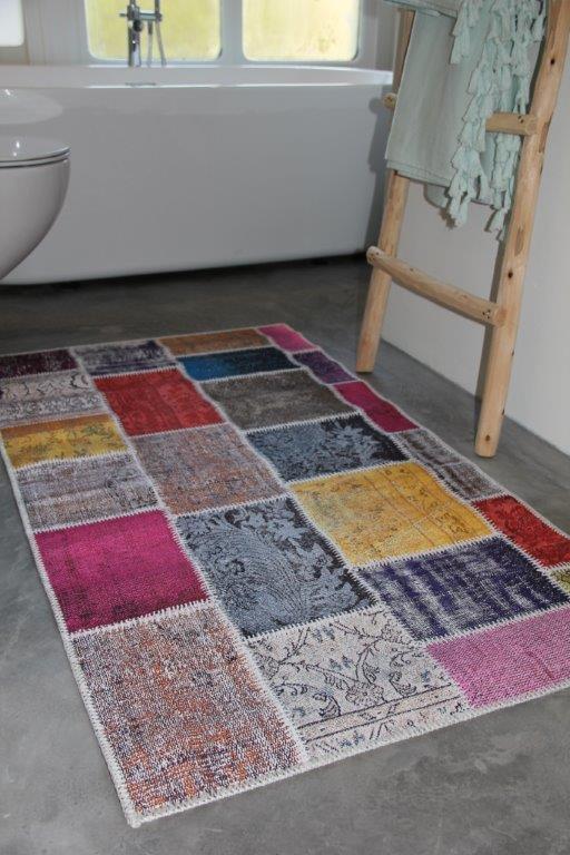 UITVERKOCHT Badmat  patchwork look meerdere kleuren 80cm x 140cm 100% polyester   (nog slechts 1 op voorraad)
