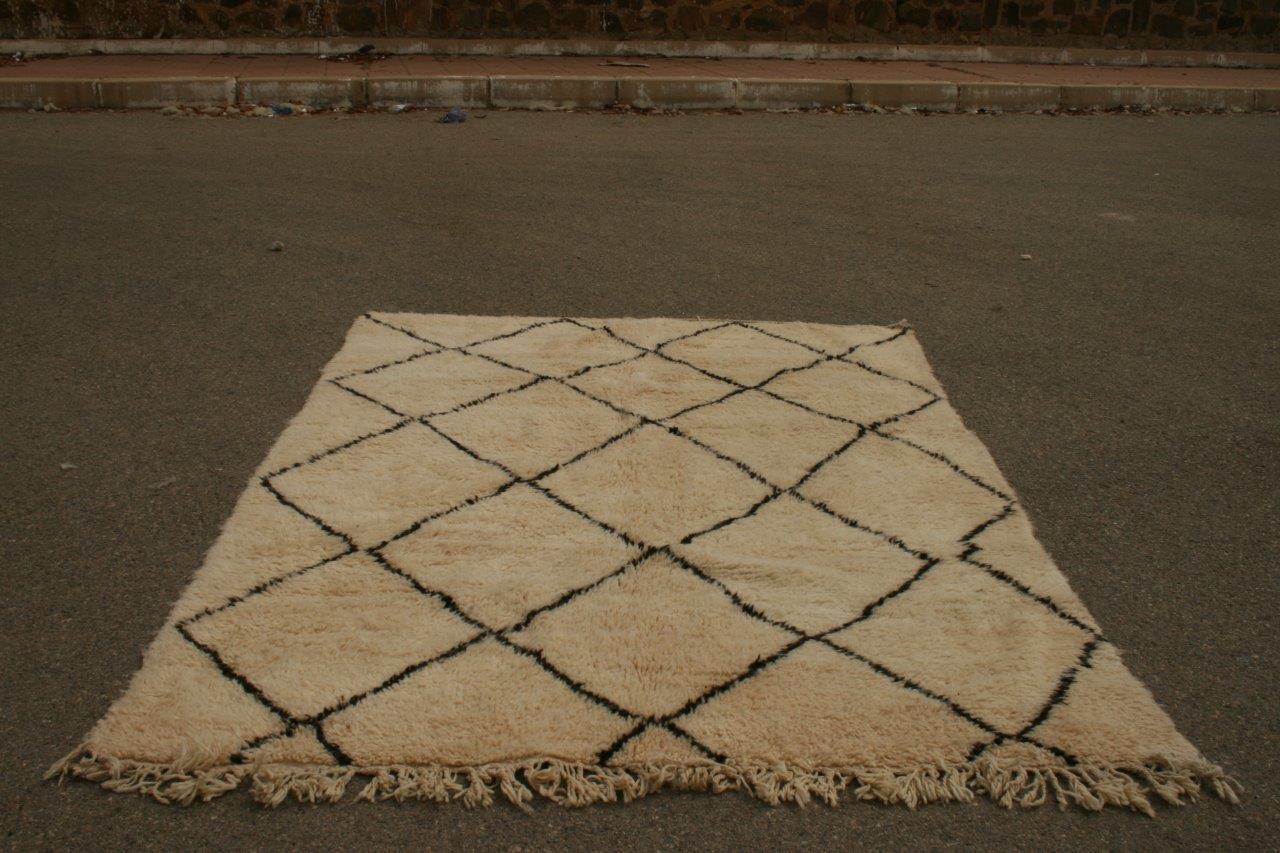 VERKOCHT Ivoorwit Beni Ouarain vloerkleed uit Marokko no 3057 (274cm x 205cm) verkocht!!