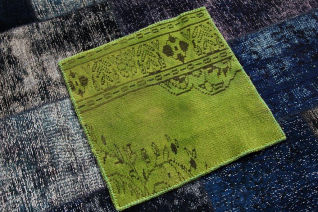 UITVERKOOP: stuk recoloured stof, afgewerkt  aan de zijkanten 60cm x 60cm ( nog 2 stuks op voorraad)