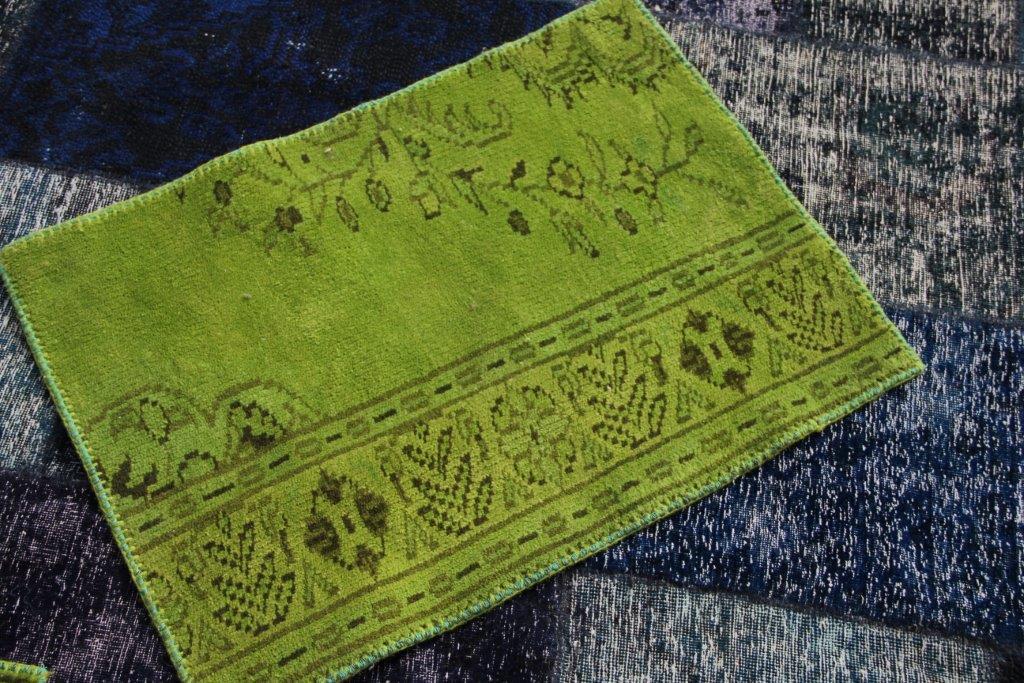 UITVERKOOP: stuk recoloured stof, afgewerkt  aan de zijkanten 60cm x 80cm slechts 1 beschikbaar