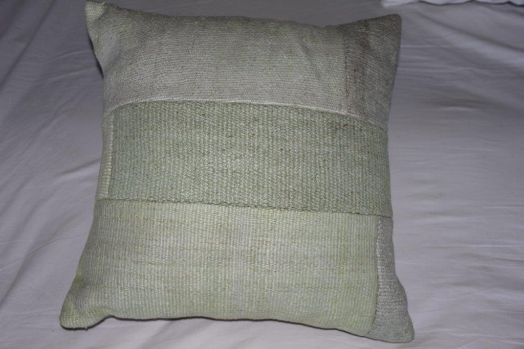 Kussen gemaakt van hennep, lime groen (45cm x 45cm) incl. binnenkussen.
