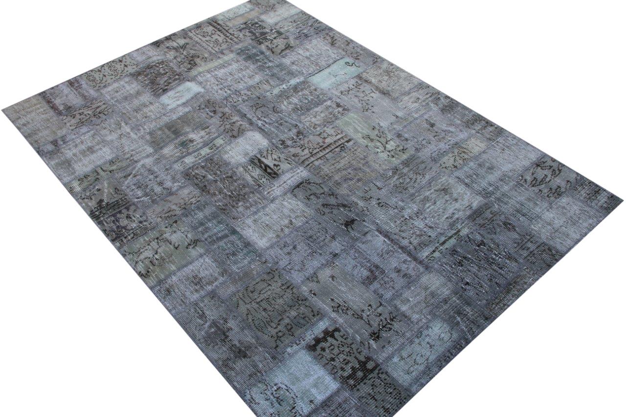 Grijs patchwork vloerkkleed no 7616  238cm x 173cm.     (vloerkleed is uitgeleend voor fotoshoot en verwachten wij rond 20 oktober retour)