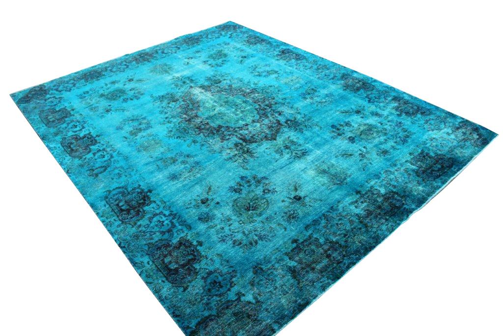 Fel blauw groot vloerkleed 16319 (380cm x 300cm) groot vloerkleed wat een nieuwe hippe trendy kleur heeft gekregen.