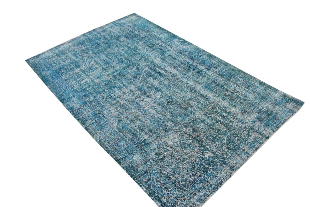 Aqua  vloerkleed nr 640D ( 270cm x 174cm) tapijt wat een nieuwe hippe trendy kleur heeft gekregen.