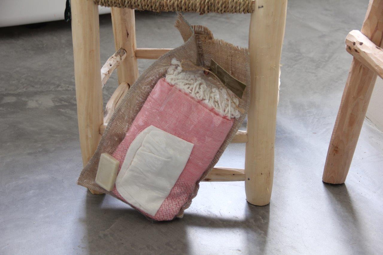 Laatste Cadeau verpakking; hamamdoek roze (180cm x 100cm) - olijfzeepje-scrubhandschoen