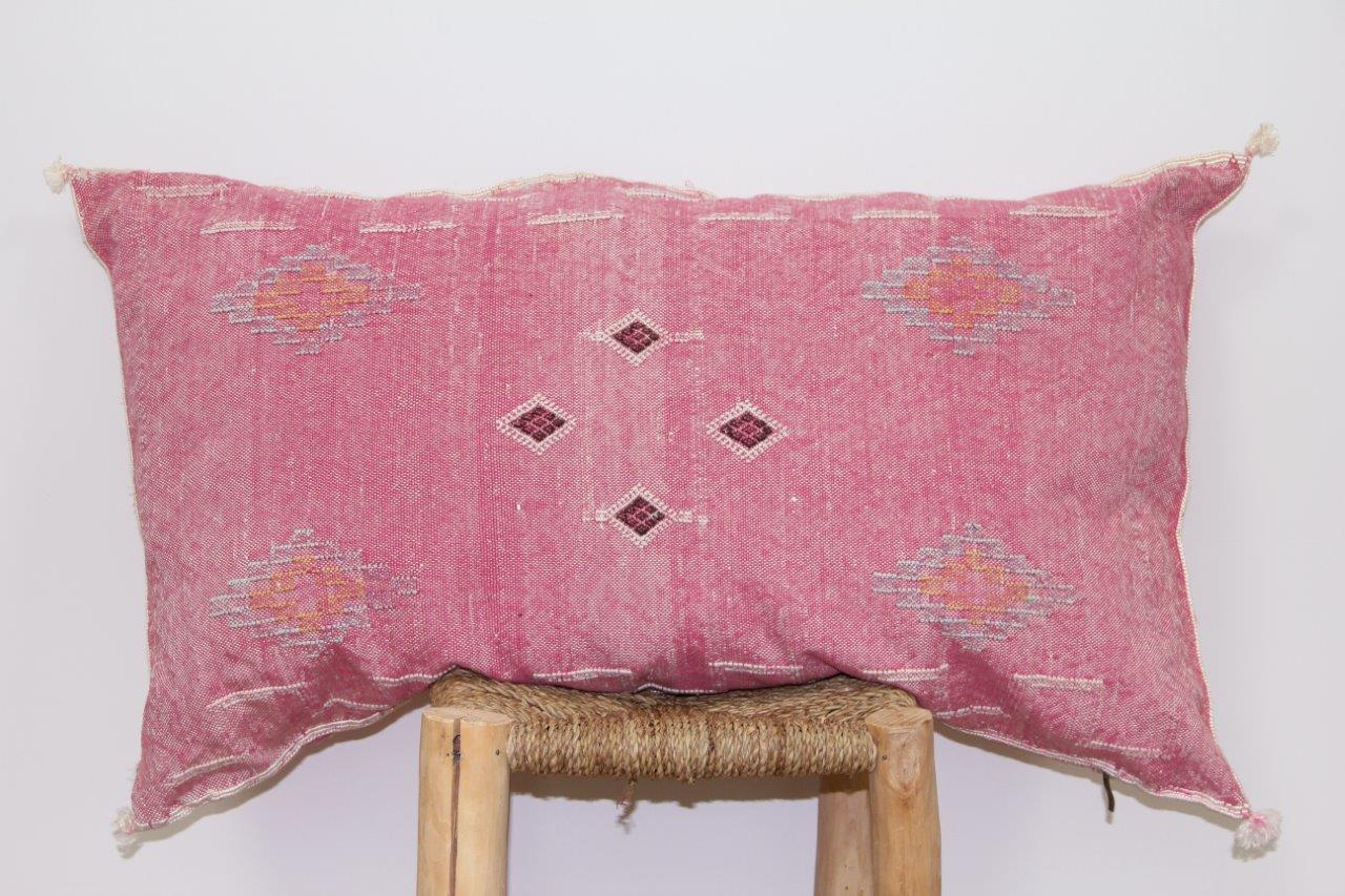 Roze kussen uit Marokko 100cm x 50cm nr 3202