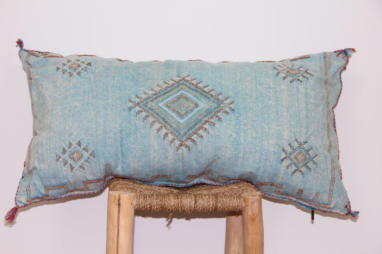 licht blauw kussen uit Marokko 100cm x 50cm nr 3206
