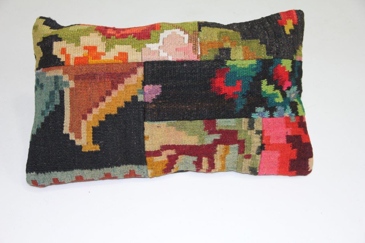 Afbeelding van Rozenkelim kussen 50cm x 30cm incl binnenkussen (nr 15216)