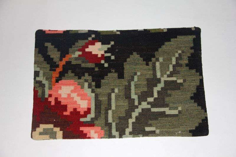 Kelimkussen nr 1804 (60cm x 40cm) incl. binnenkussen. Kussen gemaakt van authentieke rozenkelim