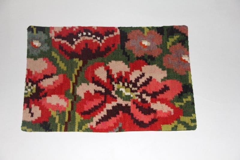 Kelimkussen nr 1807 (60cm x 40cm) incl. binnenkussen. Kussen gemaakt van authentieke rozenkelim