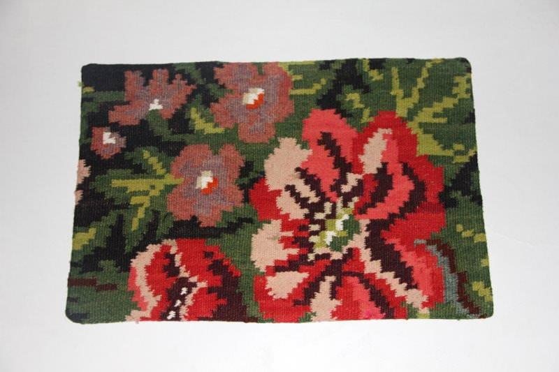 Kelimkussen nr 1808 (60cm x 40cm) incl. binnenkussen. Kussen gemaakt van authentieke rozenkelim