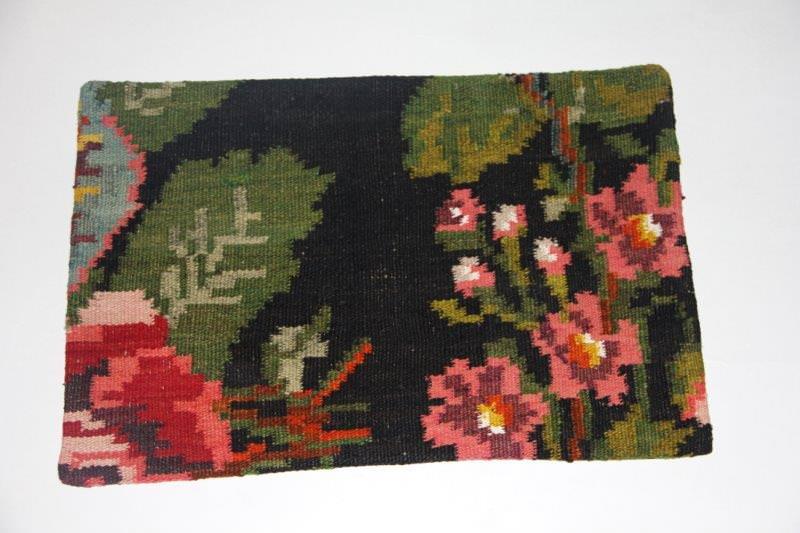 Kelimkussen nr 1809 (60cm x 40cm) incl. binnenkussen. Kussen gemaakt van authentieke rozenkelim