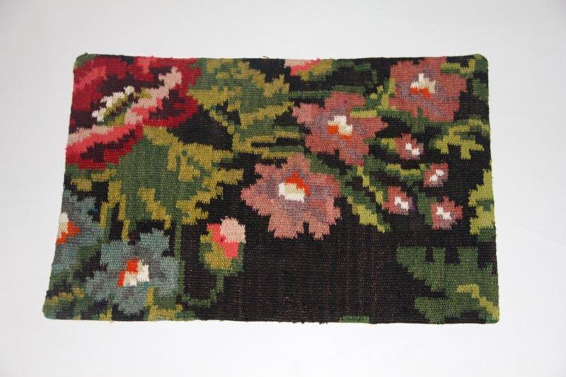 Kelimkussen nr 1811 (60cm x 40cm) incl. binnenkussen. Kussen gemaakt van authentieke rozenkelim