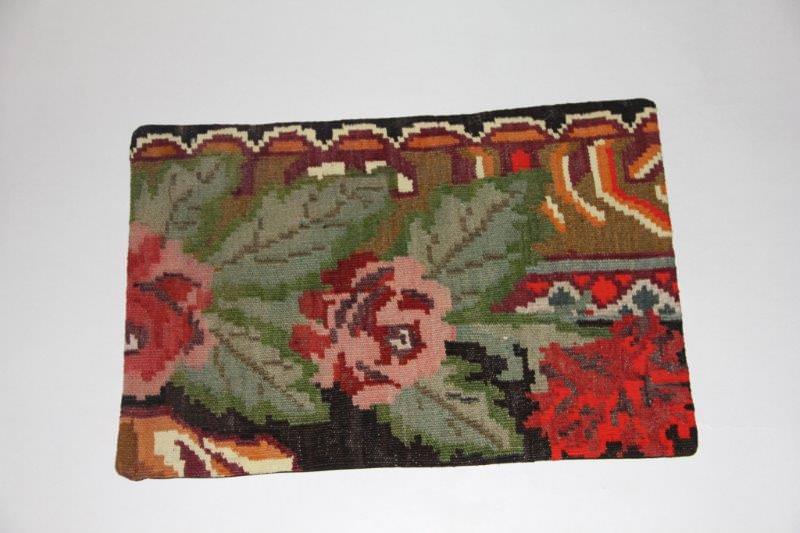 Kelimkussen nr 1812 (60cm x 40cm) incl. binnenkussen. Kussen gemaakt van authentieke rozenkelim